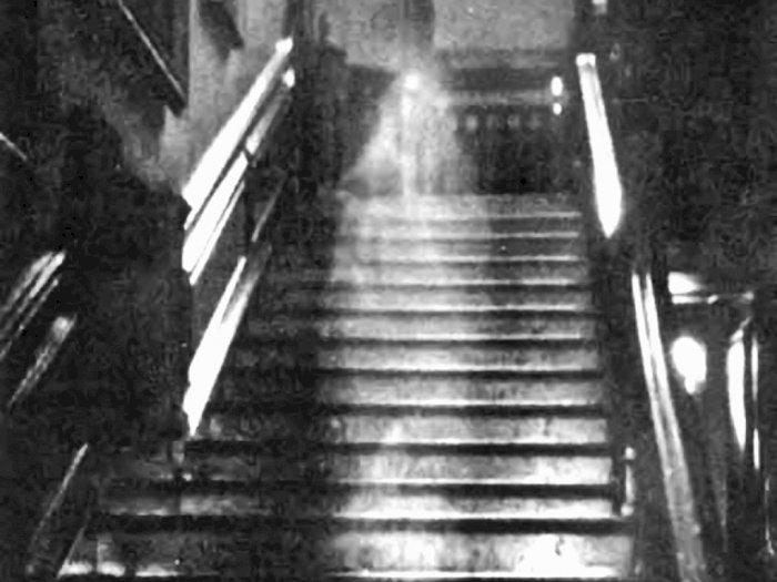 Kisah Sosok Hantu Perempuan di Gedung Raynham Hall