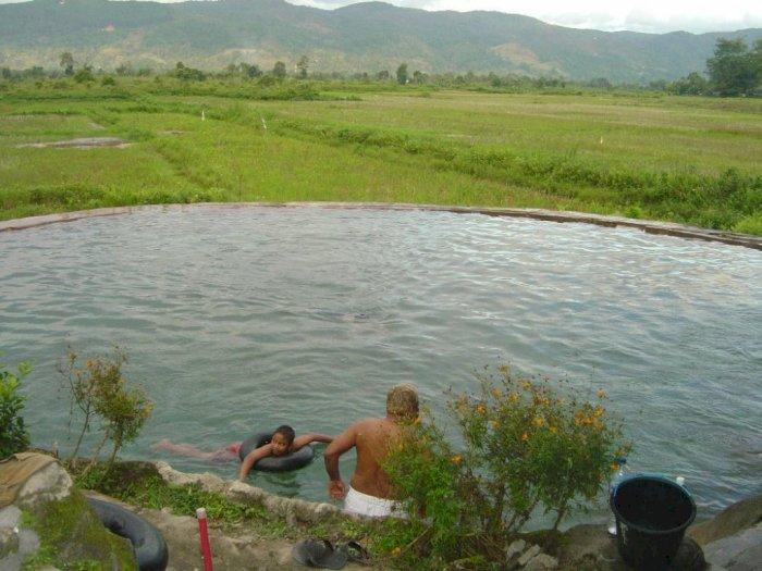 Mengenal Keunikan Pemandian Air Soda di Tapanuli Utara