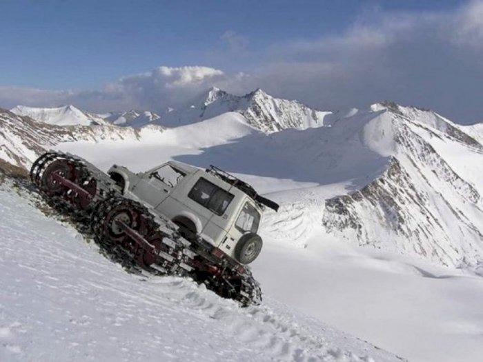 Jimny Dimodifikasi Jadi Mobil Penjelajah Gunung Es yang Tangguh