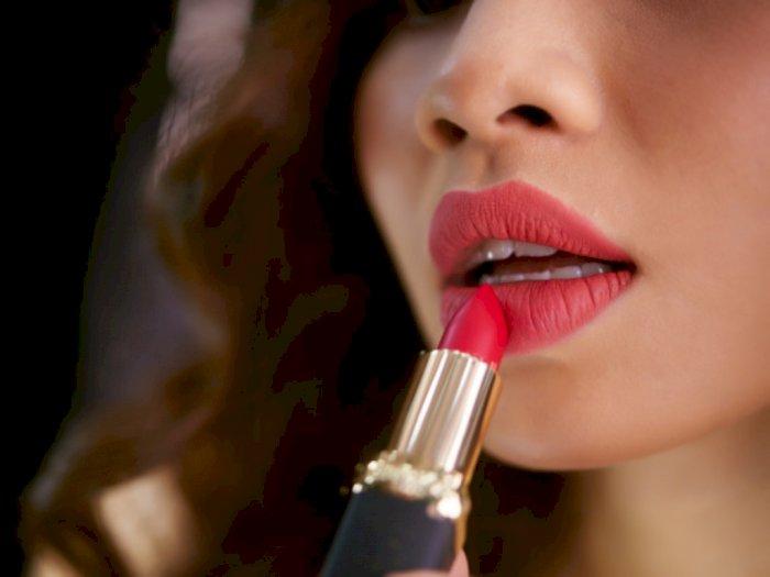 Ini Penyebab Bibir Kering saat Memakai Lipstik