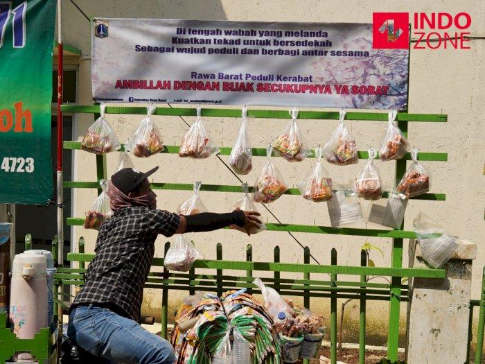 FOTO: Tiang Berbagi Sedekah untuk Warga Terdampak Pandemi Corona