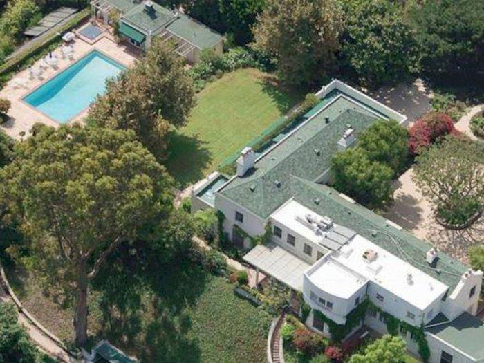 Menengok Kediaman Taylor Swift di Kawasan Elit Beverly Hills