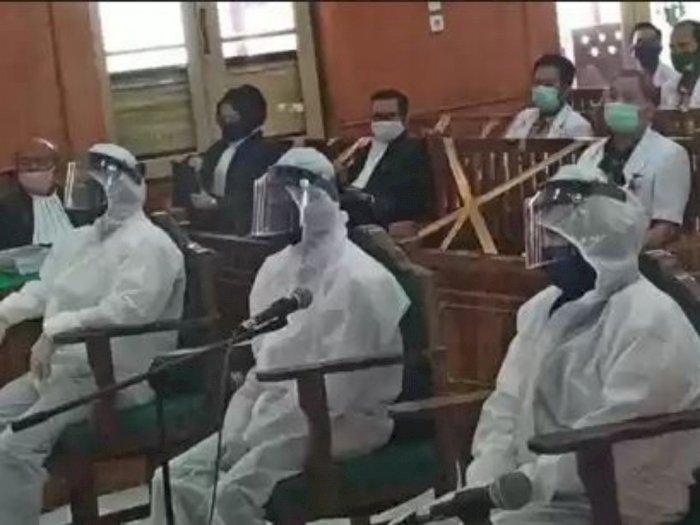 Tiga Terdakwa Pembunuhan Hakim PN Medan Hadir di Persidangan Pakai APD Lengkap