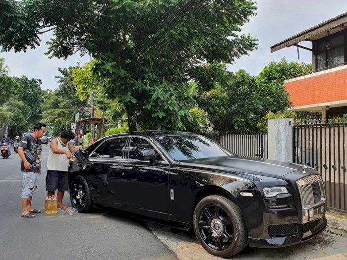 Mobil Mewahnya Diisi Bensin Eceran oleh Denny Cagur, Raffi Ahmad Panik
