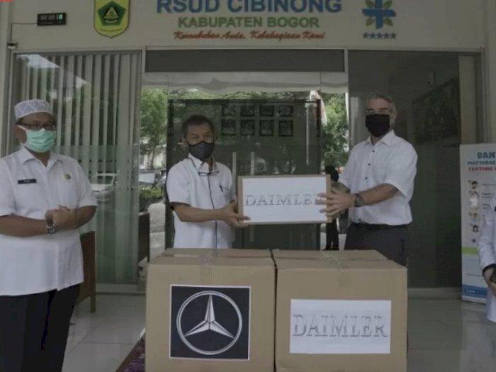 Pihak Mercedes-Benz dan Daimler Menyumbang Masker Kesehatan ke RSUD Cibinong