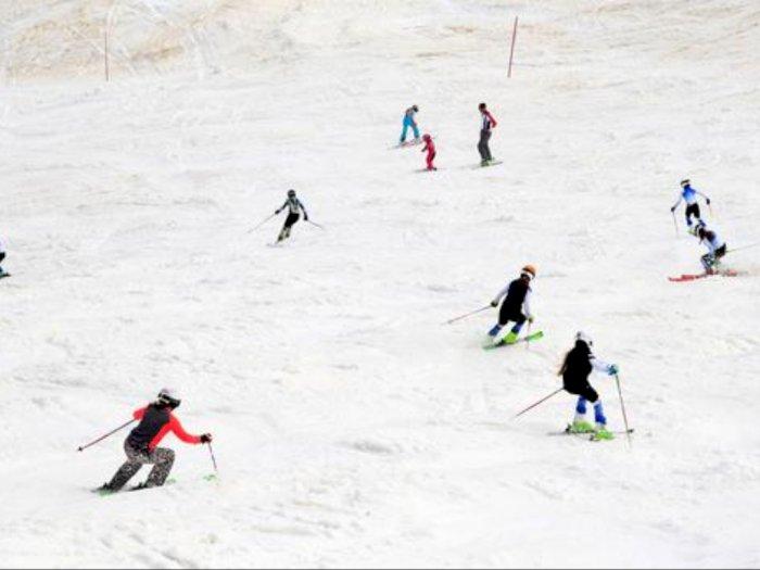 Akhiri Lockdown, Raturan Orang Bermain Ski di Slovenia