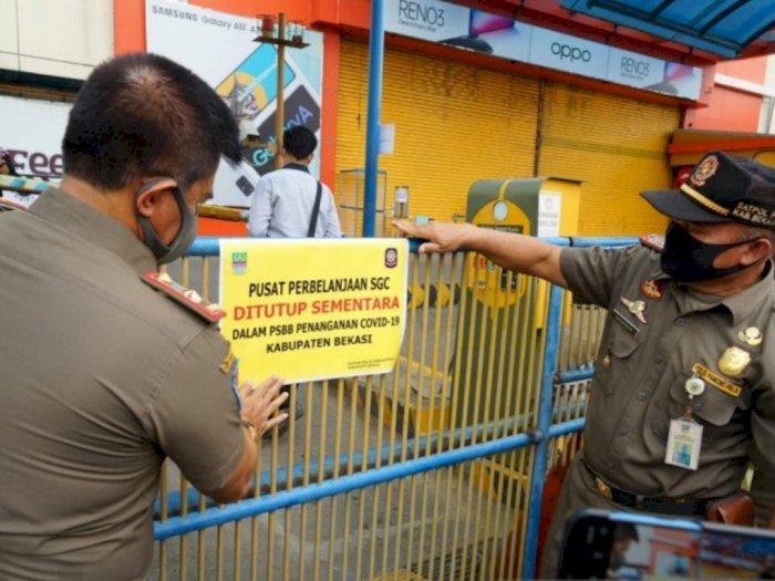 Petugas Gabungan Segel Mal SGC Cikarang Akibat Melanggar Aturan PSBB