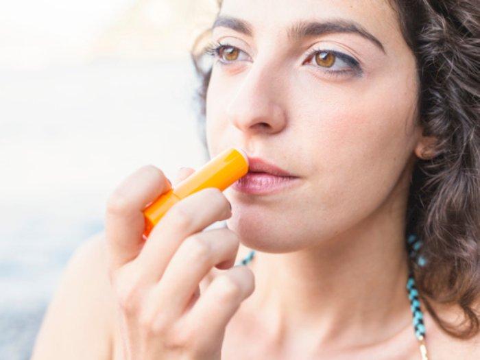 Selain Melembapkan Bibir, Ini Manfaat Lain dari Lip Balm