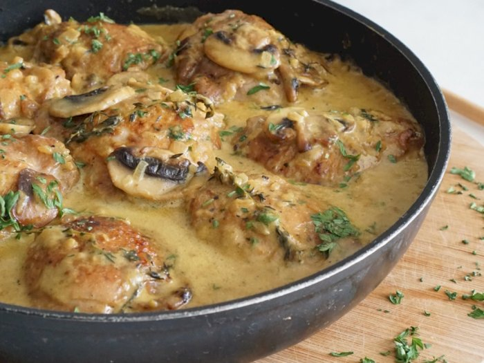 Kumpul Bareng Keluarga, Sajikan Ayam Krim Kari Jamur