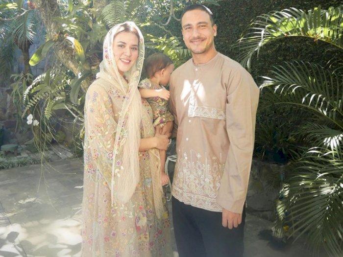Rayakan Lebaran Idul Fitri, Momen Lucu Saat Raisa Merasa Sulitnya Foto Bersama Baby Zalina