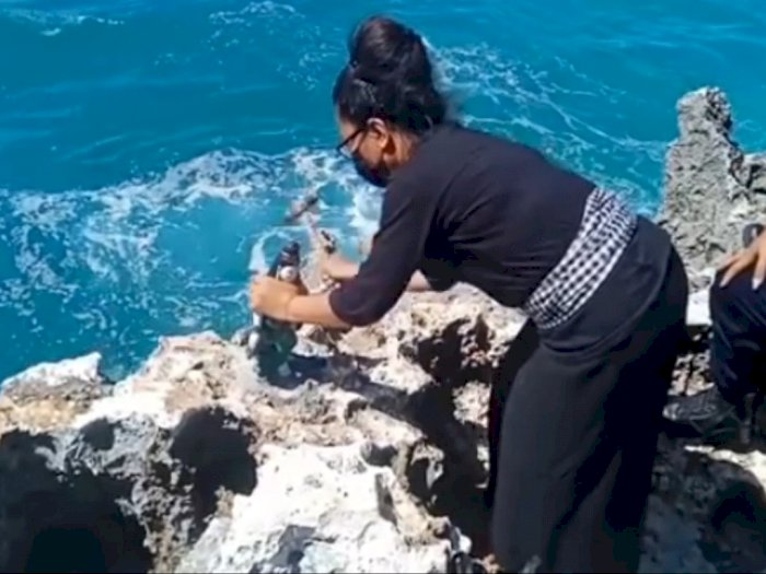 Viral Perempuan Pasang Patung Nyi Roro Kidul di Pantai Nusa Dua Berujung Permintaan Maaf