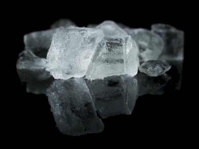 Supaya Aman Bagi Tubuh, Ini Cara Bedakan Es Batu  dari Air Mentah dan Matang