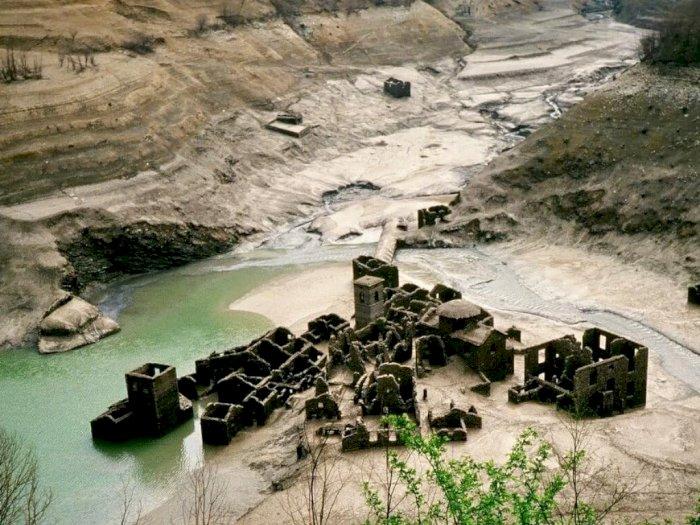 Desa yang Muncul dari Dasar Danau di Italia Akan Kembali Dihidupkan