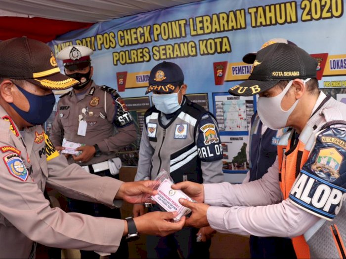 Polda Banten Sokong Vitamin ke Anggota yang Berjaga di Pos Penyekatan
