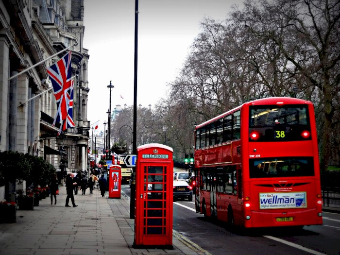 Usai Lockdown, Telepon Umum London Disulap Jadi Warung Kopi
