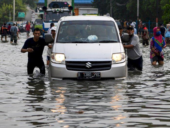 FOTO: Banjir Rob Rendam Kawasan Muara Baru Jakarta Utara