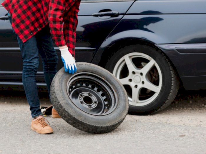 Berukuran Lebih Kecil, Mengenal Fungsi Ban Serep Mobil