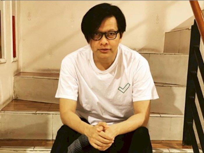 "Armand Maulana Awalnya Aransemen Ulang Lagu ""Kamu"" Pakai Alat Musik Rumahan Sambil Ngopi"