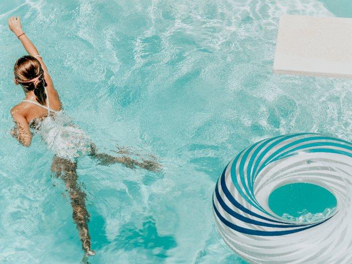 Berenang di Kolam Umum, Benarkah Bisa Menularkan Virus Corona?