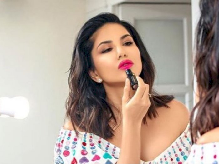 Cerita Sunny Leone dari Mantan Bintang Porno Kini Jualan Lipstick