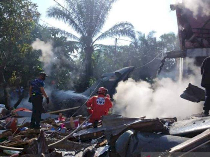 Detik-detik Video Pesawat Latih TNI AU Jatuh Timpa Perumahan Warga di Kampar Riau