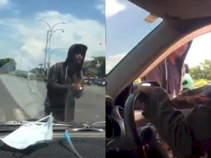 Kaget Lihat Orang di Dalam Mobil, Pengamen Ini Auto 'Cabut' Nggak Jadi Minta Uang