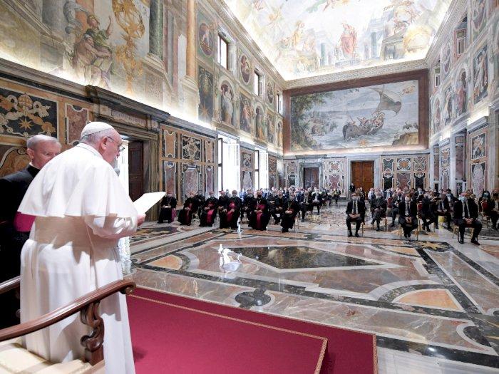 Tangani Covid-19, Paus Fransiskus Berterima Kasih ke Seluruh Dokter Italia