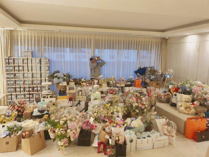Ulang Tahun ke-34, Lee Min Ho Banjir Kado dari Fans