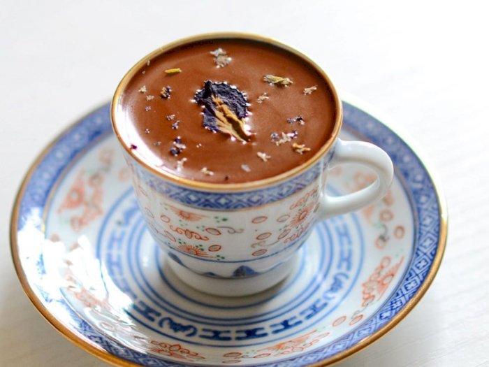 Membuat Hot Chocolate dari Cokelat Batangan