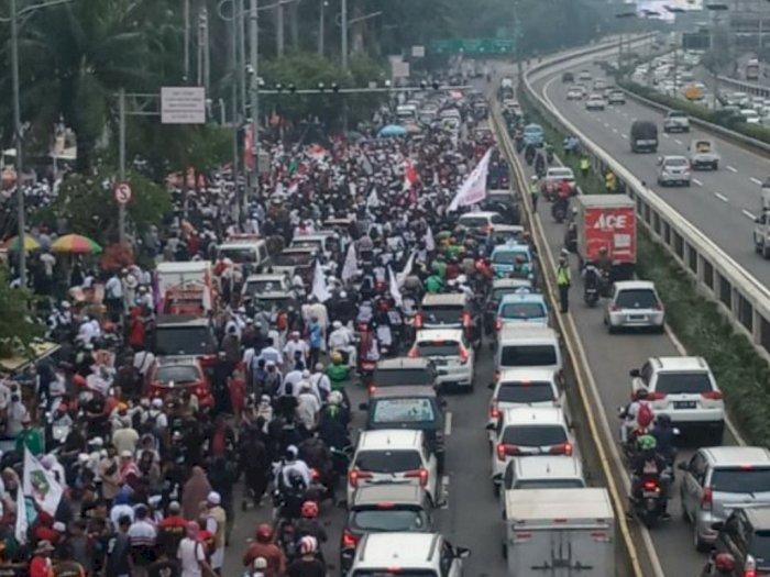 Imbas Demo Tolak RUU HIP di DPR, Rute TransJakarta Koridor 9 Dialihkan