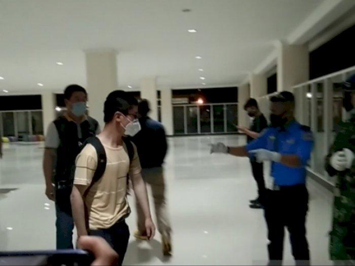 156 TKA Asal Tiongkok Tiba di Bandara Haluoleo Kendari