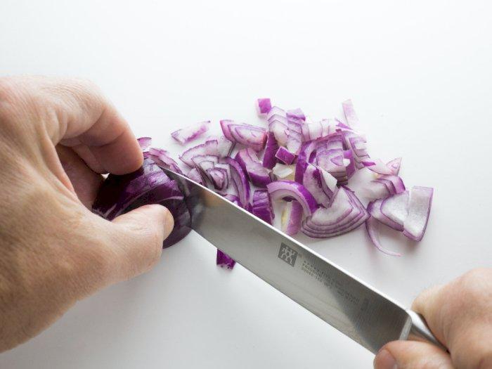 Jus Bawang, Cara Efektif untuk Mengatasi Rambut Rontok