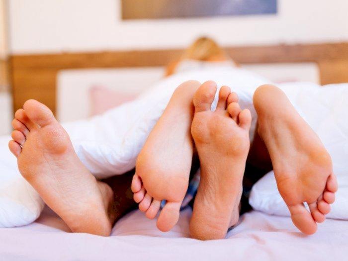 Dear Ayah dan Bunda, Begini Cara Atasi Suara Berisik saat Bercinta agar Tak Bangunkan Anak