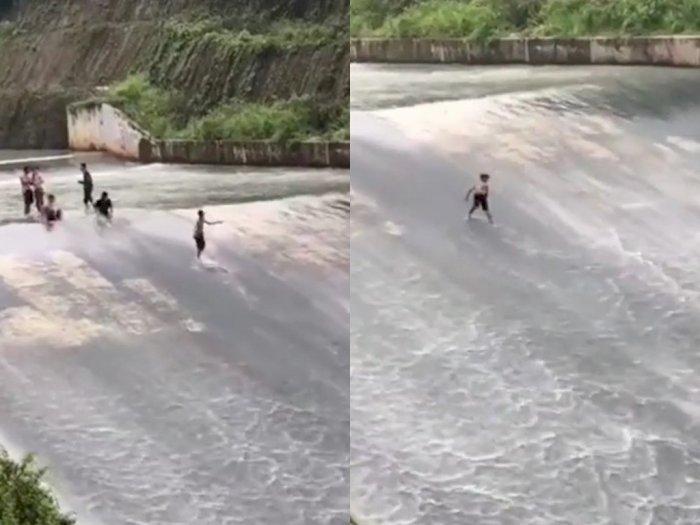 Viral Video Anak-anak Bermain Seluncuran di Bendungan, Netizen: Waterboom Kearifan Lokal!