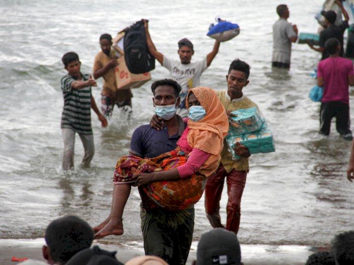 FOTO: Warga Evakuasi Paksa Pengungsi Etnis Rohingya di Aceh
