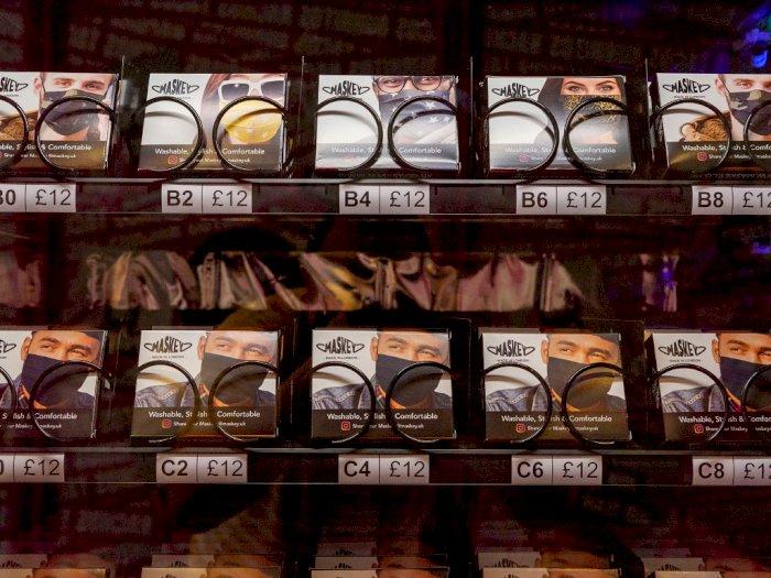FOTO: Mesin Penjual Masker Otomatis di Pusat Keramaian London