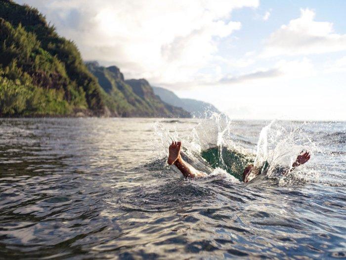 Nekat ke Pantai yang Masih Ditutup, 4 Mahasiswa Bogor Terseret Ombak
