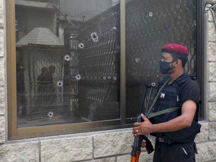 FOTO: Serangan Kelompok Bersenjata di Bursa Efek Pakistan