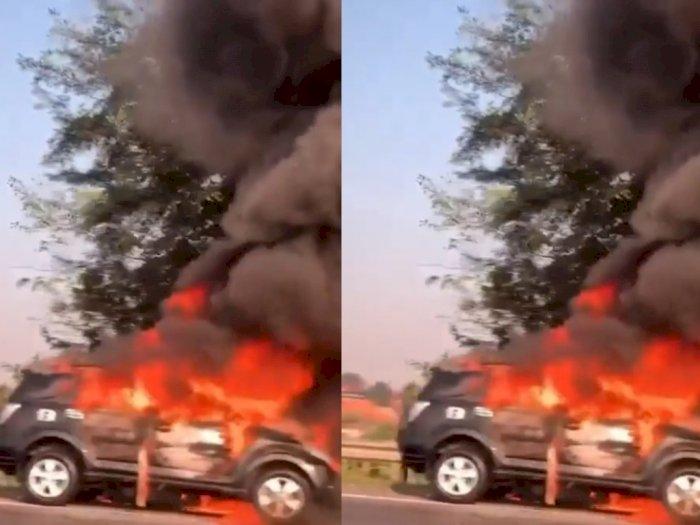 Viral Sebuah Mobil Terbakar di Tol Jorr Pagi Tadi, Begini Kronologinya