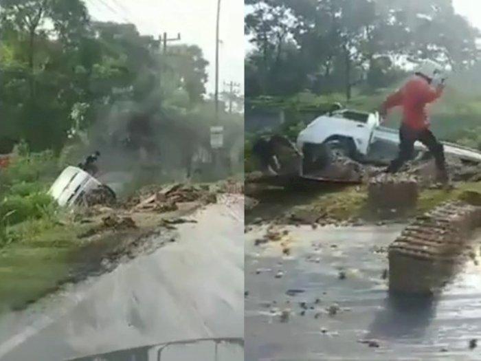 VIDEO: Mobil Pengangkut Telur Terbalik di Arteri Kualanamu