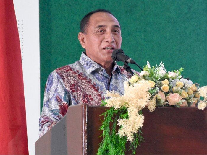 Gubernur Sumut Sebut Risma Lebay, Sujud Cium Kaki Dokter: Kalau di Sini, Eh Kepala Kau Ya