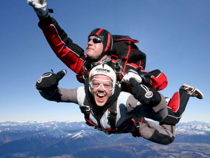 New Normal, Selandia Baru Kembali Tantang Traveler untuk Skydiving