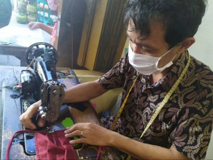 Masker Kain Jadi Penopang Pendapatan Penjahit di Tengah Pandemi