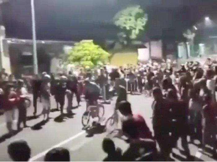 Anti Mainstream, Para Pemuda ini Balap Liar Pakai Sepeda di Jalan Raya