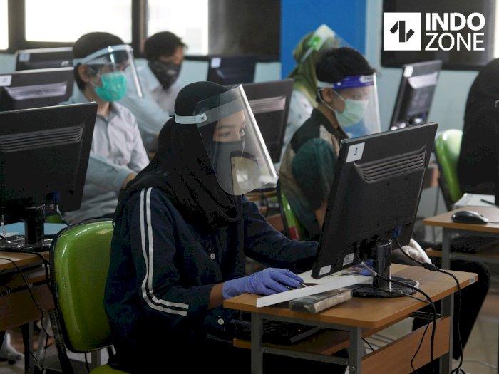 FOTO: Ujian SBMPTN di UNJ, Peserta Pakai Masker dan Pelindung Wajah