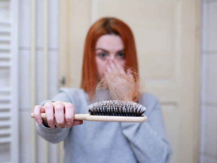 Cara Mengatasi Rambut Rontok dengan Bahan Alami, Apa Saja?