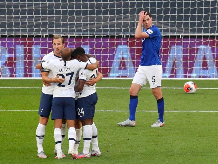 FOTO: Gol Bunuh Diri Menangkan Tottenham Hotspur Atas Everton