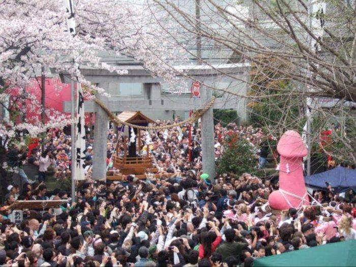 Festival Penis 'Kanamara Matsuri' yang Vulgar di Musim Semi