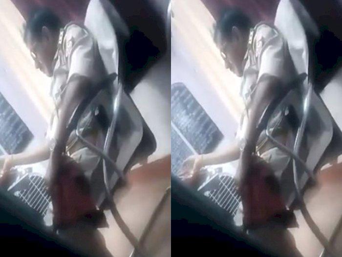 Astaga! Polisi Ini Masturbasi di Depan Ibu dan Anak, Aksinya Berhasil Terekam