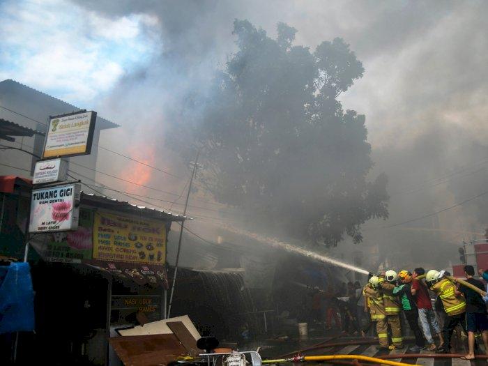FOTO: Puluhan Ruko di Kawasan Manggarai Hangus Terbakar